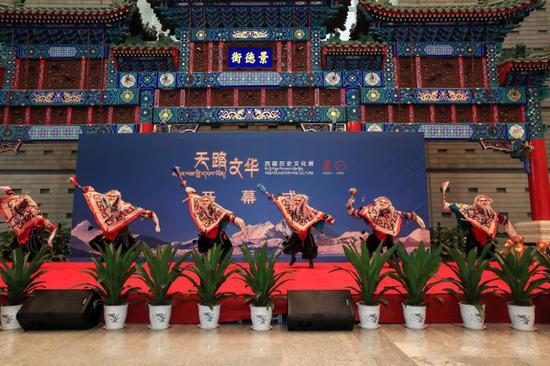 """""""雪巴拉姆""""藏戏团演出传统藏戏""""扎西雪巴"""""""