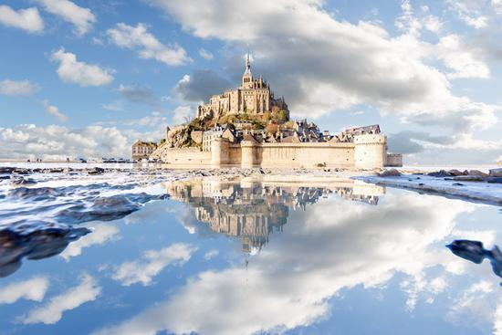 "12、""Mont Saint-Michel puddle mirrored"",Lo c Lagarde"