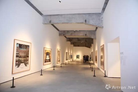 """北京民生现代美术馆""""摄影的语言――杜塞尔多夫学院""""展览现场"""