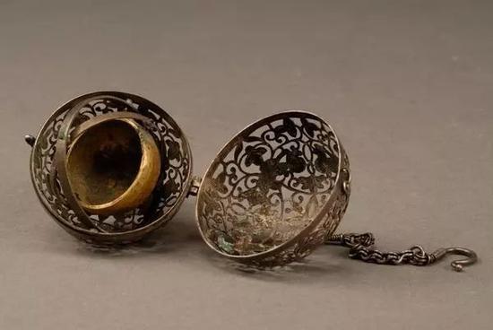 葡萄花鸟纹银香囊 1970年西安何家村唐代窖藏出土