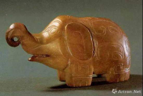这种现象在红山文化玉器上表现的尤为明显。