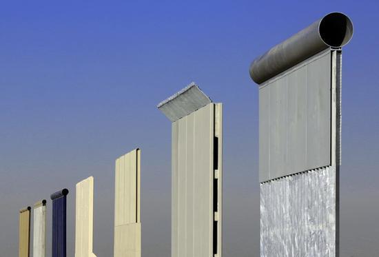 8种边境样板墙。图片: courtesy of US Customs andBorder Protection, taken by Yesica Uvina