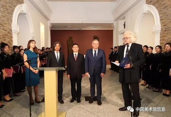 白俄罗斯国家美术馆长佛拉基米尔·普罗科普佐夫主持