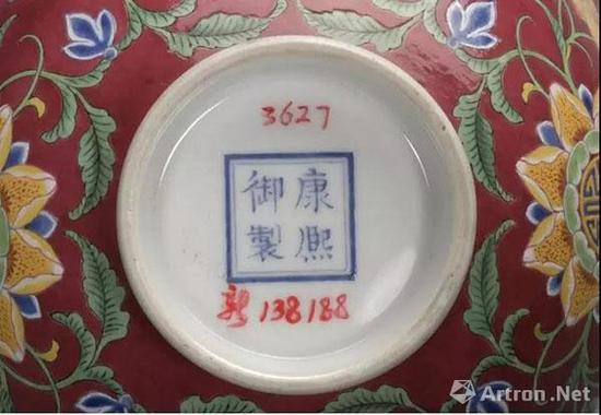 北京故宫藏清康熙胭脂红地珐琅彩开光花卉纹碗的题款