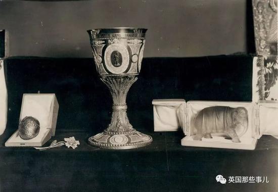 当时的Wartski拥有很多18世纪的珠宝藏品,也吸引了世界各地很多的收藏家。
