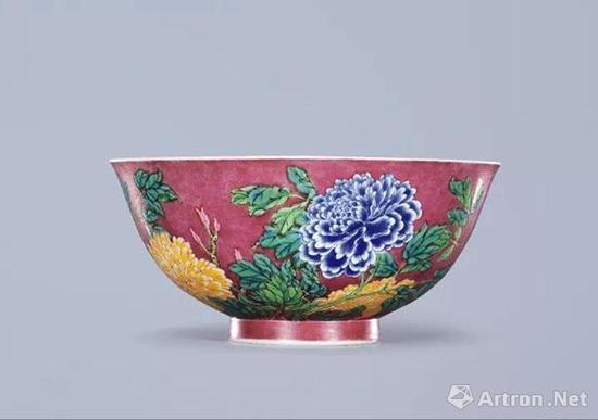 清康熙 御制珐琅彩胭脂紫地牡丹碗