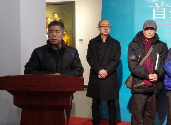 天津画院青年美术创作研究中心主任杨维民介绍展览情况