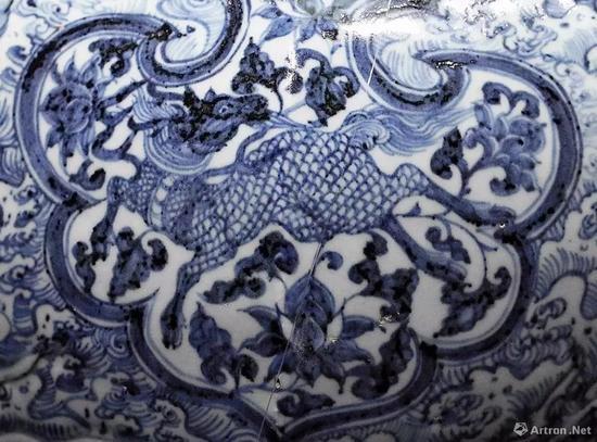 ▲青花梅瓶上的麒麟纹、凤纹装饰