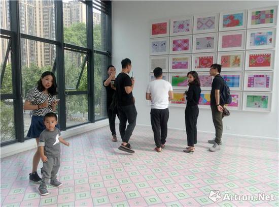 """千高原艺术空间以张晓个人项目""""最近的事儿挺多""""开启了三楼独立空间的""""1000+项目"""""""