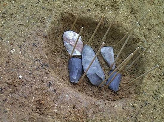 藤村在上高森遗址发掘出的石器