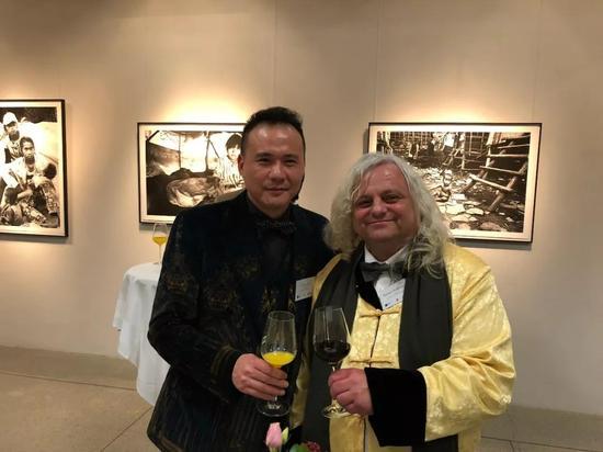 ▲列支敦士登国家博物馆馆长Rainer Vollkommer与威狮国际总裁陈齐杰