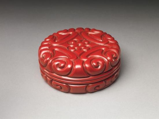 元 桌面剔犀剑环纹漆盒