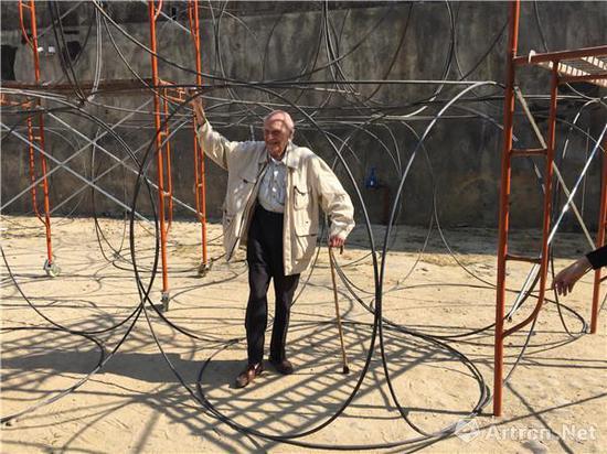 尤纳·弗兰德曼在坪山分展场搭建的街道美术馆