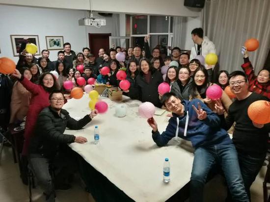 贾广健与学生在一起