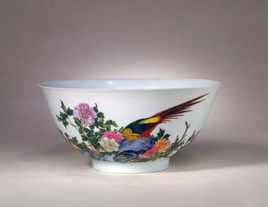 清雍正 珐琅彩雉鸡牡丹纹碗 北京故宫博物院藏