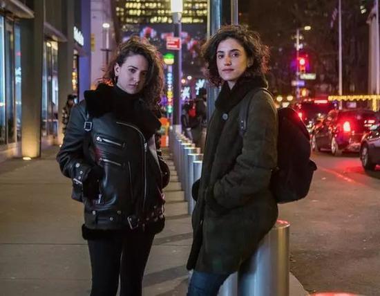 Anna Zuccaro(左)和她的姐姐Mia Merrill(右),摄影:Hiroko Masuike,图片来源:The New York Times