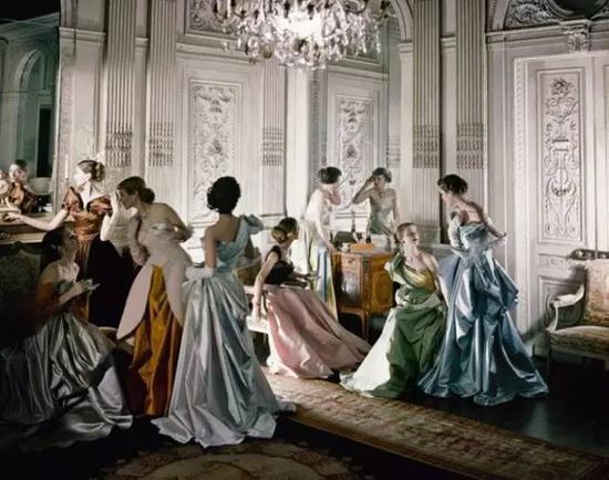 查尔斯·詹姆斯1948作品《法国礼服》