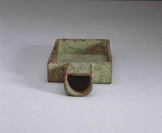 商鞅方升 战国时期 高2.32厘米,通长18.7厘米 重量:690g