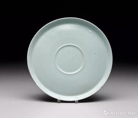 北宋汝窑天青釉托盘口径 18.7 cm、高 1.5cm   美国波士顿美术馆藏