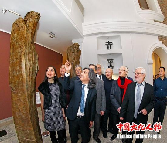 吴为山雕塑《问道》落户白俄罗斯国家美术馆