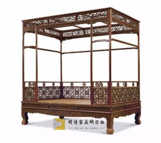黄花梨六柱架子床