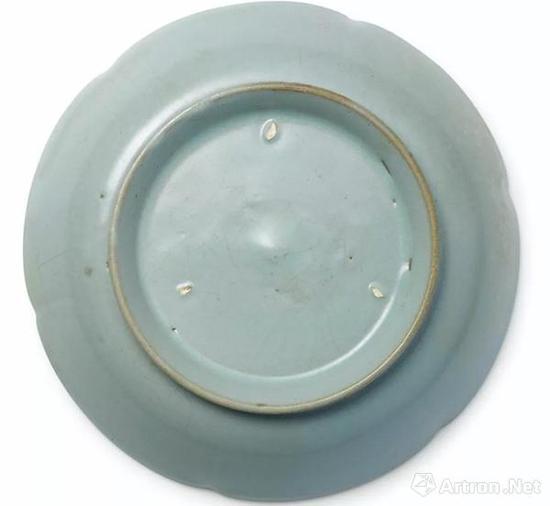 北宋汝窑天青釉葵花洗  成交价 HKD 207,860,000   香港苏富比 2012.4.4