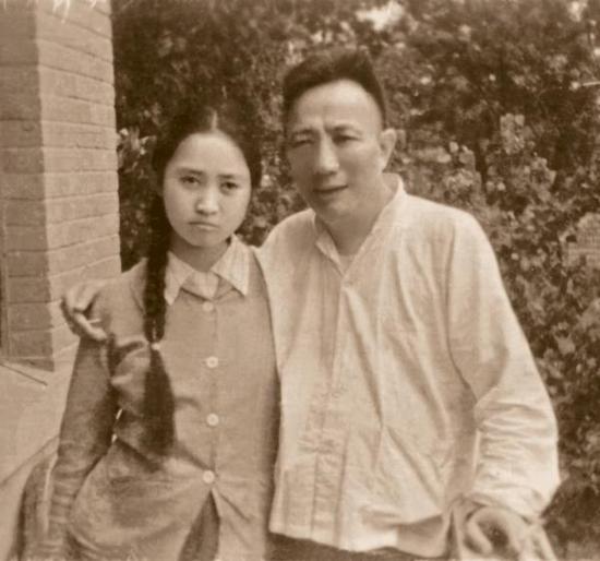 少年时的傅益瑶与父亲傅抱石