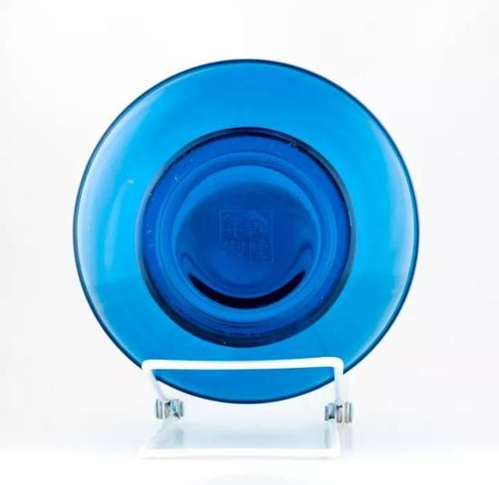 清乾隆透明蓝玻璃长颈瓶印第安纳州立美术馆藏