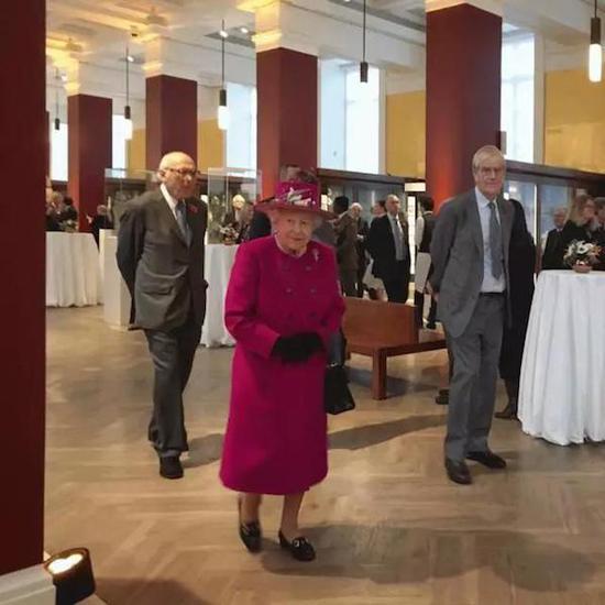 """英国女王参加大英博物馆""""中国及南亚展厅""""开幕活动。"""