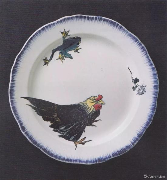 "Felix Braquemond / Fran?ois-Eugène Rousseau, Plate with Hen and Frog, from the Service ""Rousseau"", c。 1867, faience, dim 32.1cm, Cité de la céramique - Sèvres et Limoges, Musée national Adrien Dubouché, Limoges, p。 145"