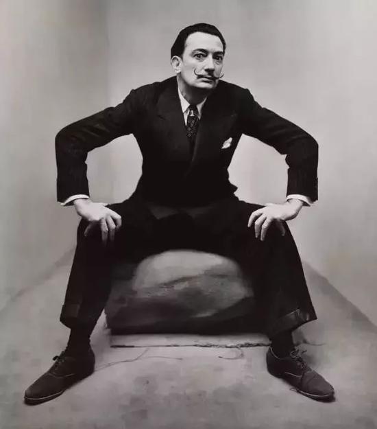 达利在纽约,1947 by Irving Penn