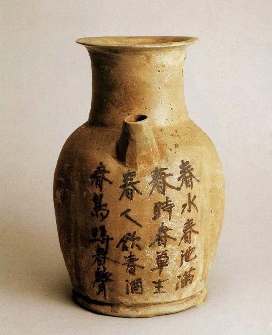 长沙窑青釉褐彩诗文执壶 唐代,高19厘米 口径八8.5厘米 底径9.7厘米