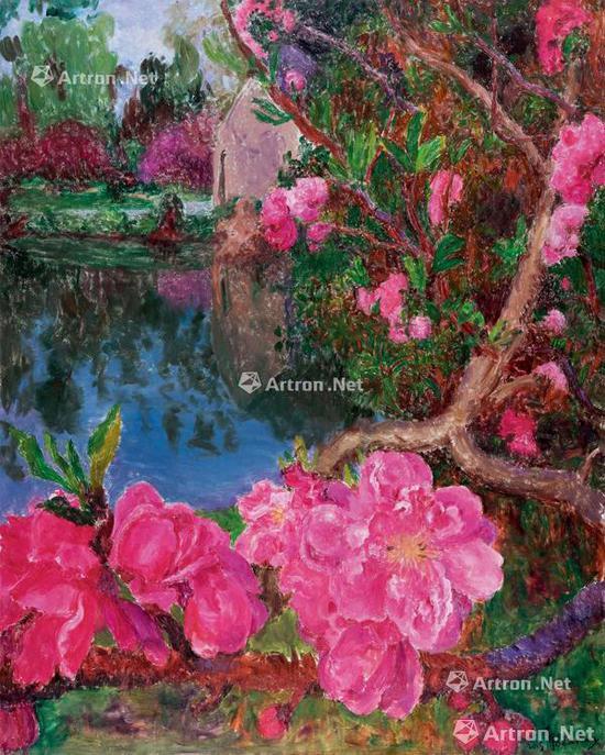 """曾参加卡塔尔""""艺术怎么样""""和中国美术馆""""时代质感——四川美术学院作品展""""等大展的《湖边》2017年以1449万元成交,是周春芽""""桃花""""系列的最高价,其中也出现了周春芽在""""园林""""系列中多会用到的紫色"""