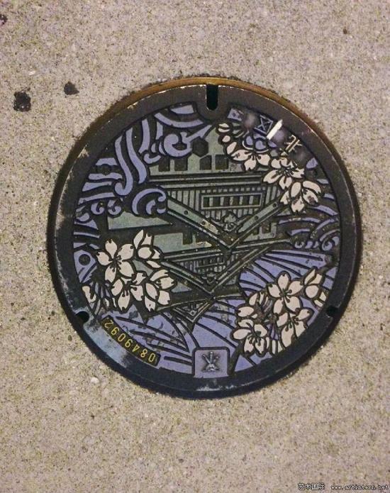 图5 日本各地的下水井盖图案体现地域文化特色