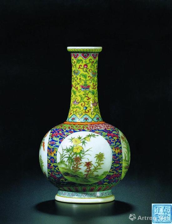 清乾隆御制珐琅彩祥云瑞蝠开光式四季花卉图纸槌瓶,成交价1.4066亿港元
