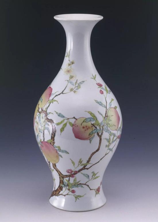清雍正 粉彩桃蝠纹橄榄瓶 上海博物馆藏(张永珍女士捐赠)