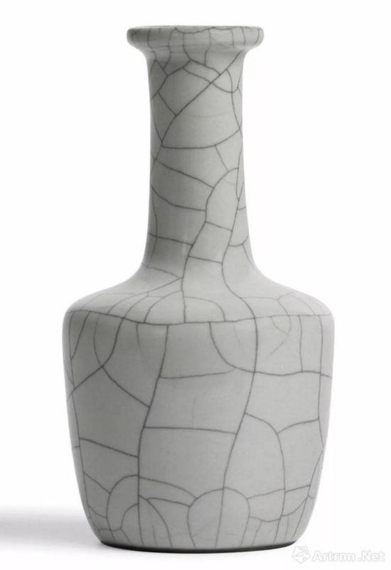 清雍正 仿哥窑纸搥瓶高16.8cm成交价HKD4,940,000香港苏富比 2011.10.5