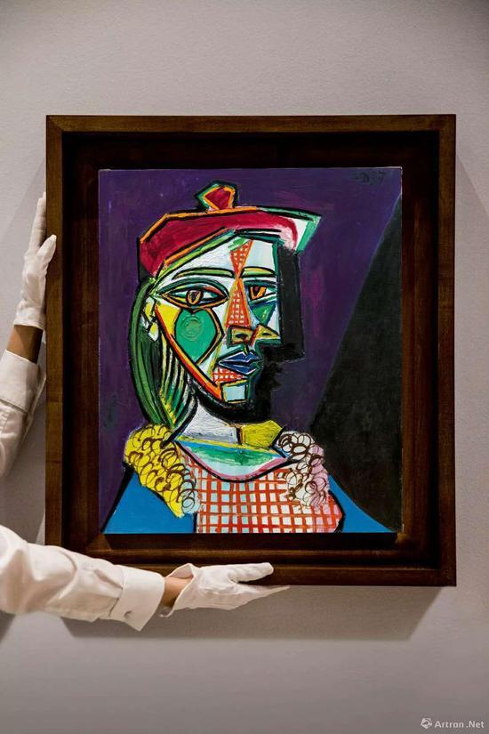 毕加索的《戴贝雷帽·穿格子裙的女子(玛利·德蕾莎·沃特)》是本场拍卖的最高价