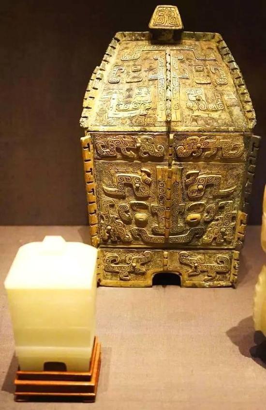方彝(青铜礼器)及带盖容器