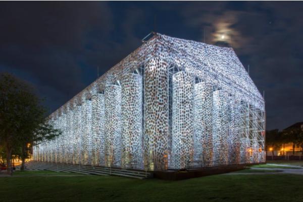 第14届卡塞尔文献展上的Marta Minujín,《书籍万神殿》,2017。图片:Roman M?rz