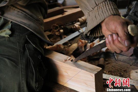 非物质文化遗产明式柴木家具 枯木待逢春