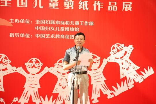 江苏省扬中市丰裕中心小学校长朱林武代表老师发言