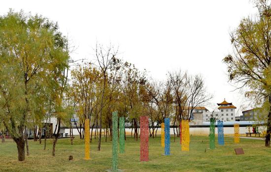 任戎作品 意志的钢铁花园 60×80×200cmX12 彩色镂空铁雕