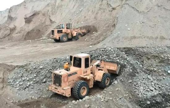 抽水也要多挖点砾石。