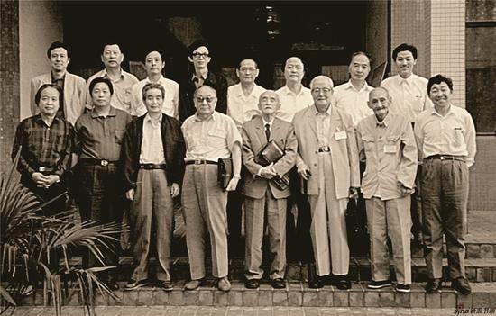 1992年,高云出席江苏省文代会,与美术界代表合影