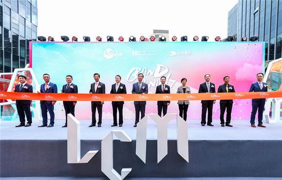上海市领导、香港置地及旭辉集团管理层共同为LCM开业剪彩