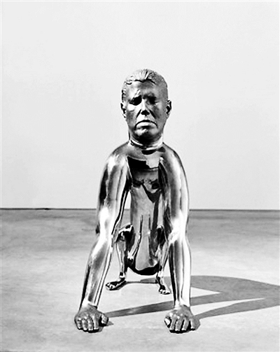罗娜·蓬迪克 《狗》 黄色不锈钢 铜 1998-2001年