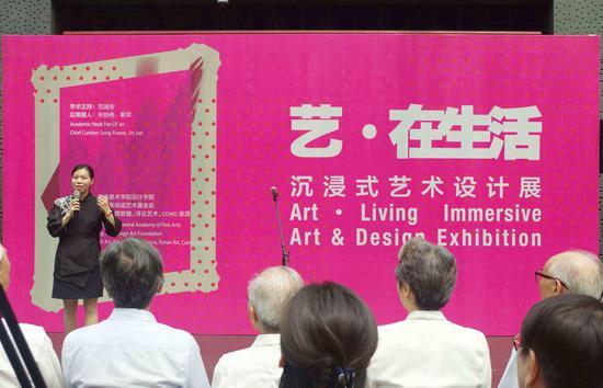 中央美术学院设计学院副院长林存真主持开幕仪式