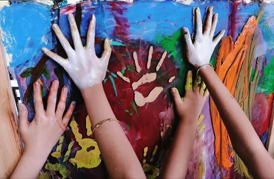 少儿100面向国际未来的少儿艺术教育