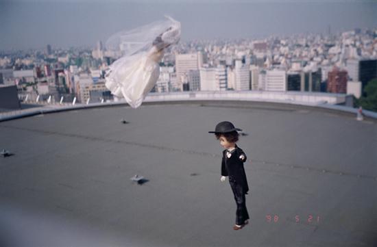 郑国谷《东京上空的故事01》综合材料、行为过程与照片记录 1998